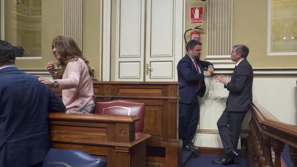 Antona ve una 'broma' que se plantee un Gobierno CC-PP en Canarias sin él y mantiene abiertas todas las vías de pacto