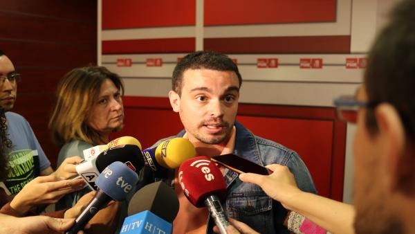 Villagrasa (PSOE) dice que 'las tres derechas' negocian con Zaragoza 'como si fuese un cromo'