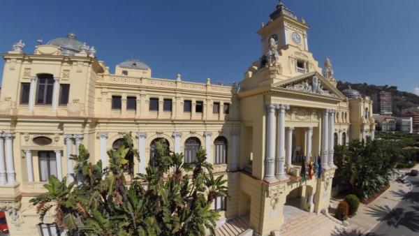 Málaga.- 26M.- Málaga llega a la constitución de los ayuntamientos con pactos en el aire y dos plenos retrasados a julio