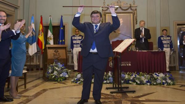 Huelva.- 26M.- Cruz toma posesión como alcalde en su segundo mandato y compromete toda su entrega a 'los grandes retos'