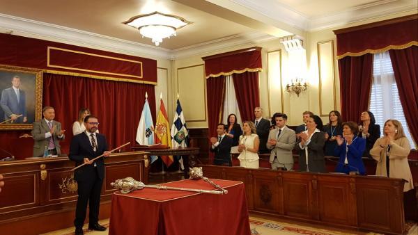 El socialista Ángel Mato es investido alcalde de Ferrol con los votos de los ediles de Ferrol en Común y BNG