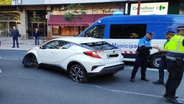Suc.- Un conductor pierde el control de su vehículo tras sufrir una hipoglucemia en la plaza Circular de Valladolid