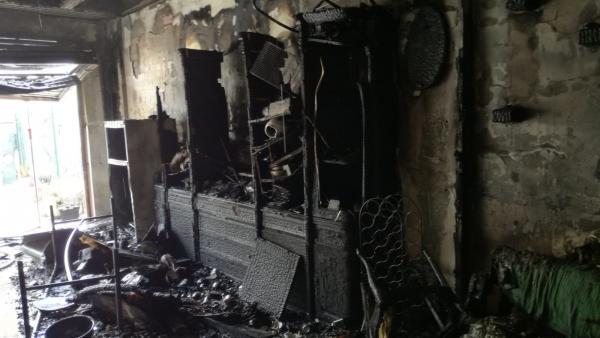 Zaragoza.- Sucesos.- Efectivos de Bomberos sofocan un incendio en una vivienda de Zuera