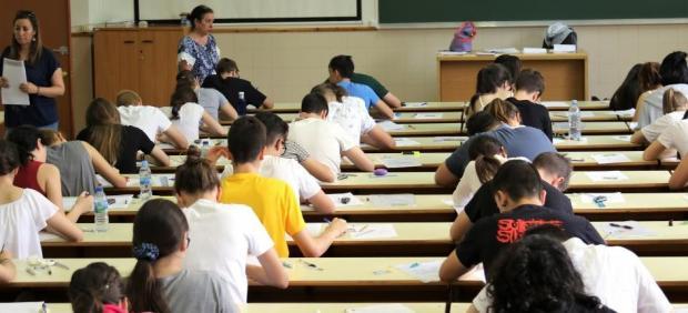 La AIReF propone aumentar el gasto en becas universitarias y adelantar su pago al principio del ...