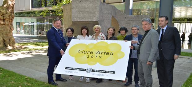 Miren Arenzana Letamendi, Sahatsa Jauregi Azkarate y Xabier Arakistain Ecenarro, premios Gure Artea de 2019
