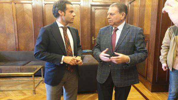 Reunión  del alcalde y el teniente  alcalde de Oviedo.