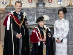Los reyes de España, con la reina Isabel II tras la ceremonia de la Orden de la Jarretera.