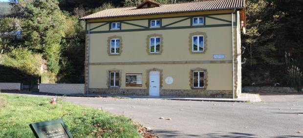 La antigua estación de ferrocarril de La Aceña en Galdames vuelve a convertirse  en punto de información