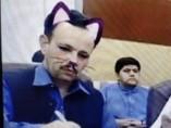 Un partido político retransmite por Facebook Live un directo con el filtro de gato activo