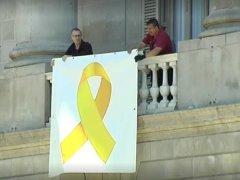 Lazo amarillo en el Ayuntamiento de Barcelona