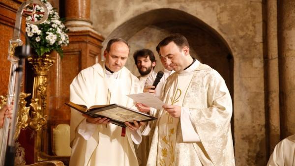 Córdoba.- El vicerrector del Seminario Mayor Pedro Cabello toma posesión como nuevo párroco de San Miguel y La Merced