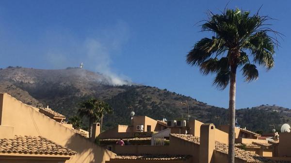 Alicante.- Sucesos.- Declarado un incendio forestal en el parque natural de Sierra Helada de Benidorm