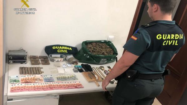 Huelva.- Sucesos.- Desactivan un punto de venta y de almacén de droga en Moguer y detienen a tres personas