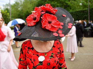 Los sombreros más estrafalarios de Ascot, en imágenes