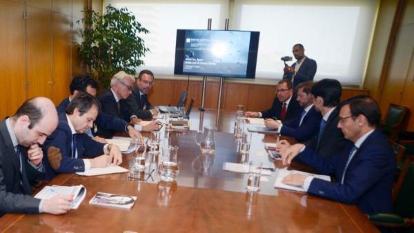 Economía.- Industria subraya que la única oferta negociada para comprar las plantas de Alcoa es la de Parter Capital
