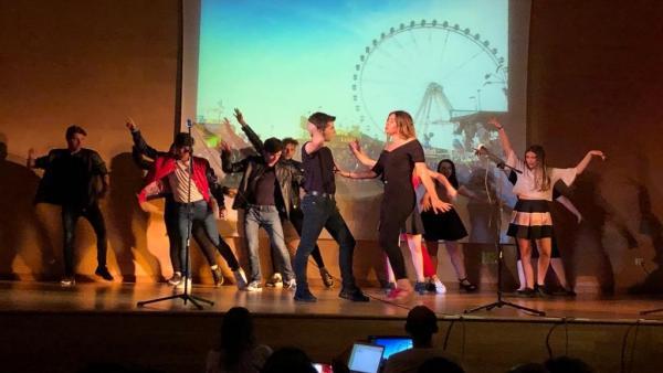 Córdoba.- Educación.- La delegada de Educación asiste al estreno del musical 'Grease' por alumnos el IES Trassierra