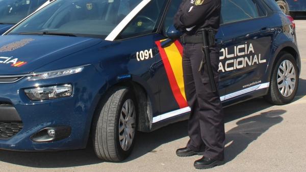 Despliegan un centenar de policías en la zona inglesa de Benidorm (Alicante) por la final de la UEFA y de la Champions