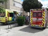 Sevilla.-Sucesos.- Trasladan al hospital a tres heridos con quemaduras en una deflagración en un instituto de Bellavista