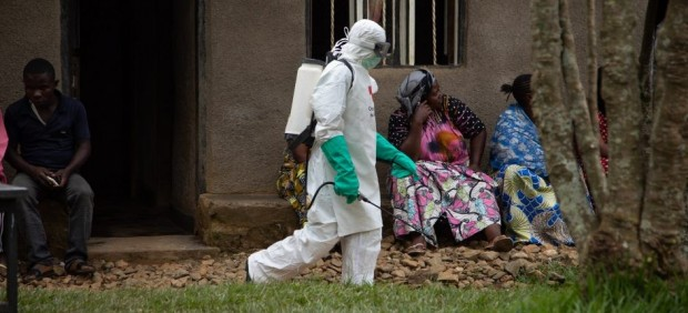 Sanidad asegura que el riesgo de ébola en España es