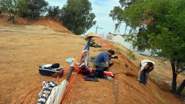 Huelva.- Comienzan los trabajos de geofísica en la intervención arqueológica del Cabezo de La Joya