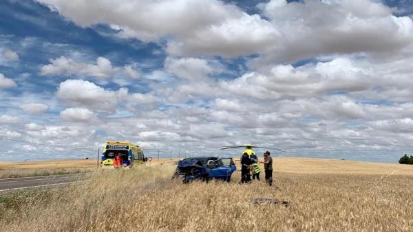 Sucesos.- Herida una mujer de 30 años tras el vuelco de un turismo en Poveda de las Cintas (Salamanca)