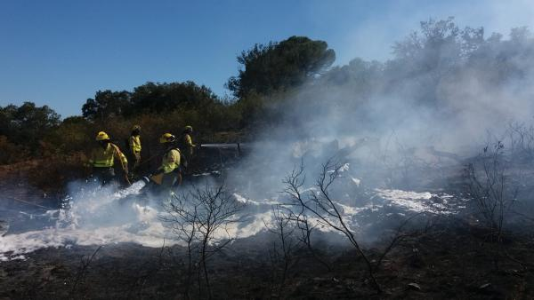 Controlado el incendio forestal de Cortegana (Huelva) y permanece en la zona más de una veintena de bomberos