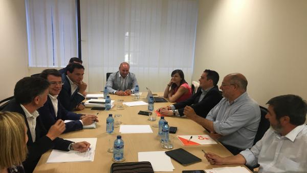 PP y Cs pactan un programa de 100 puntos, la composición de la Mesa de las Cortes y hablarán de cargos la próxima semana