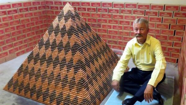 La pirámide de monedas más grande del mundo