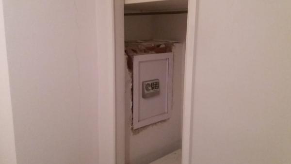 Alicante.- Sucesos.- Cuatro detenidos in fraganti en Elche cuando trataban de llevarse una caja fuerte de una casa