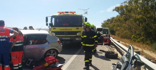 Cádiz.-Sucesos.- Heridos los ocupantes de dos coches tras un choque frontal en la N-340