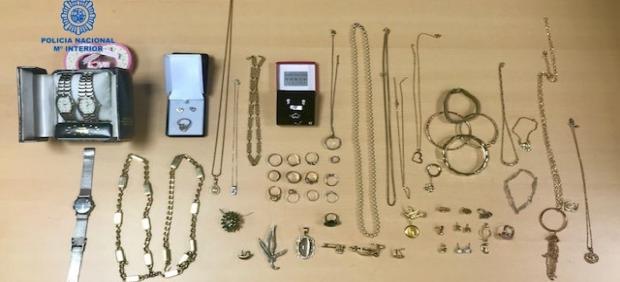 Sucesos.-Detienen a una mujer de 44 años por robar joyas valoradas en más de 40.000 euros a la anciana de la que cuidaba