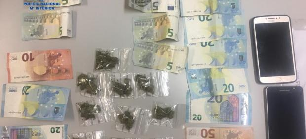 Detienen a dos personas por vender marihuana a turistas en Playa de Palma