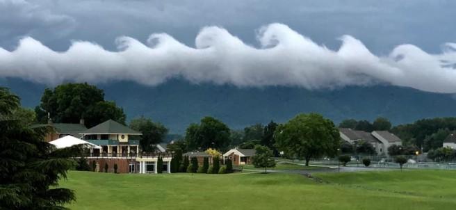 Nubes en forma de ola por la inestabilidad Kelvin-Helmholtz