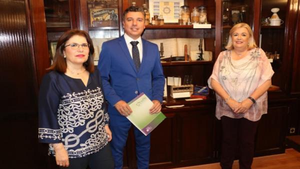 Huelva.- El Colegio de Farmacéuticos acoge una muestra que repasa 100 años de historia de la farmacia onubense