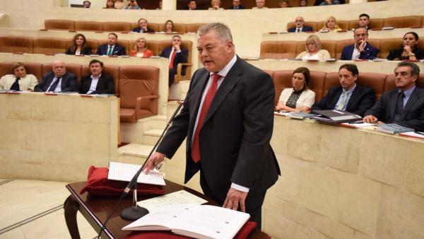 Nuevo presidente del Parlamento promete 'ecuanimidad' y aspira a crear el 'ambiente propicio' para el acuerdo