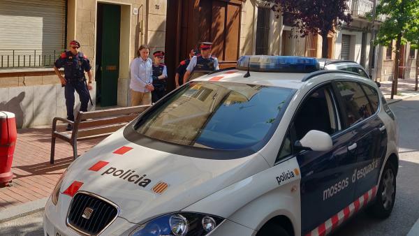 Los Mossos registran la casa del detenido por el asesinato de la mujer de Terrasa.