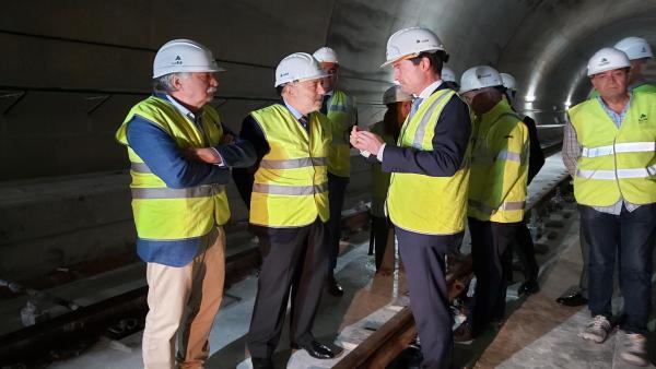 Segundo por la izquierda, el delegado del Gobierno en Galicia.