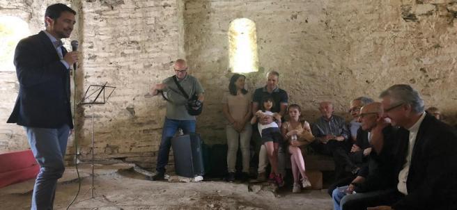 El conseller Damià Calvet, el arzobispo de Urgell Joan Enric Vives y el alcalde de Farrera (Lleida) Àngel Bringué inauguran la restauración de la ermita de Santa Maria de la Serra