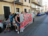 Imagen de una proteta de Stop Desahucios ante un lanzamiento hipotecario en Palma.