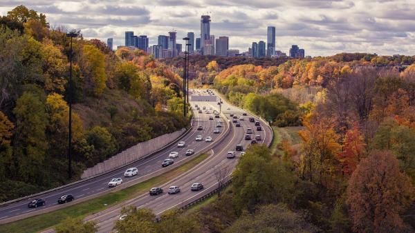 La OCU alerta de que un coche con etiqueta ECO pueden contaminar más que un diésel o gasolina
