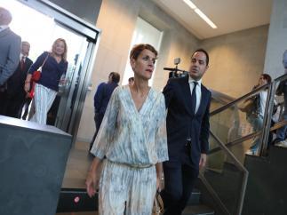 María Chivite y Ramón Alzórriz, del PSN, a su llegada al pleno de constitución del Parlamento de Navarra