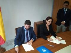 Fernando López Miras (PP) e Isabel Franco (Cs) formalizan el acuerdo de gobernabilidad