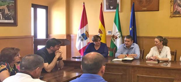 El viceconsejero de Presidencia, Administración Pública e Interior de la Junta de Andalucía, Antonio Sanz, se reúne con la alcaldesa de Prado del Rey, Vanesa Beltrán, y su equipo de gobierno