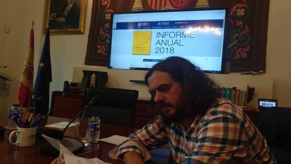 El diputado de En Marea y portavoz nacional de Anova, Antón Sánchez, durante una reunión en Madrid con el gabinete del Defensor del Pueblo