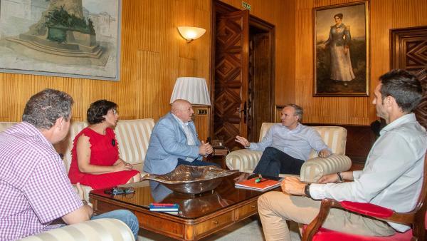 Reunión del alcalde con representantes de la FABZ