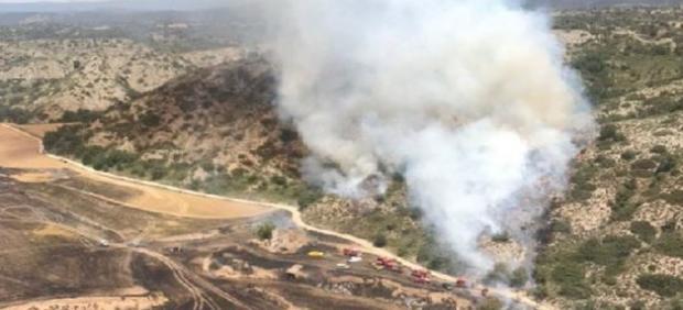 Un incendio en un campo de cultivo de cereales de Biosca quema 10 hectáreas.