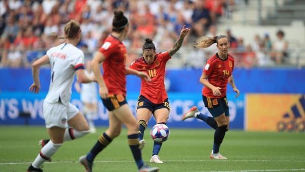Jennifer Hermoso dispara para anotar el 1-1 ante los Estados Unidos en el Mundial de Francia