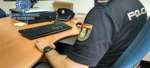 Nota De Prensa: 'La Policía Nacional Detiene A Una Mujer Por Simular Un Tirón De Bolso Inexistente'