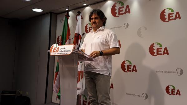 Pello Urizar en una rueda de prensa para explicar su dimisión como secretario general de EA