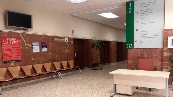 Entrada a la Audiencia Provincial de Almería